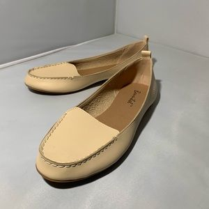 Shoes - Tan loafers